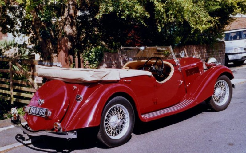 The red sports car that Charles drove round Radley