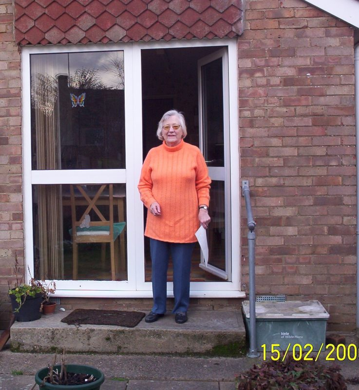 Photograph of Dot Hewlett at home in Feburary 2006
